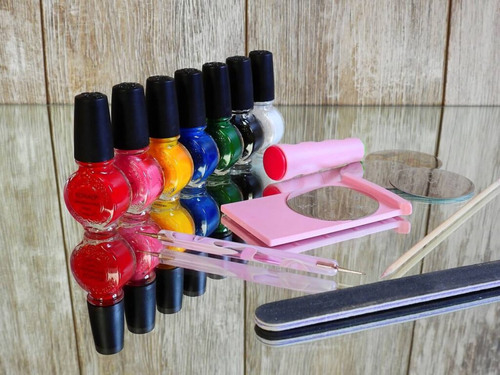 Select Nail Color Wisely